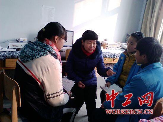 近日,当记者去河北省邯郸市魏县四中采访该校九年级英语教师武新爱图片